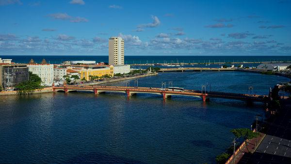 Em Recife, Maurício de Nassau construiu duas importantes pontes para a cidade.