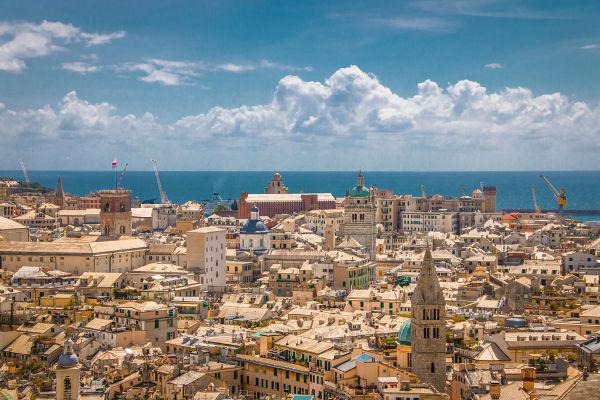 O renascimento urbano permitiu que cidades como Gênova, na Itália, alcançassem uma população de cerca de 60 mil habitantes no século XII.