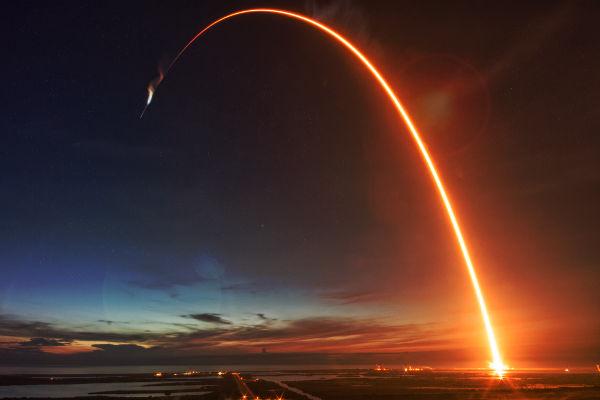 Existe uma velocidade em que qualquer corpo é lançado para fora da órbita terrestre.