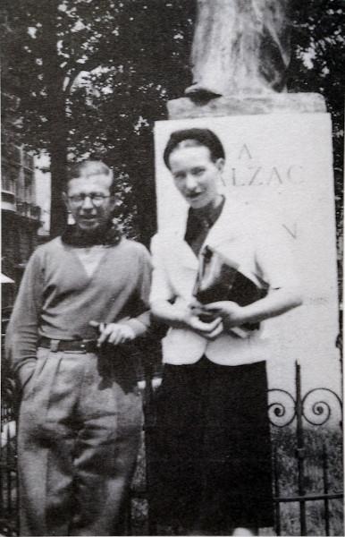 O jovem casal de filósofos Jean-Paul Sartre e Simone de Beauvoir.