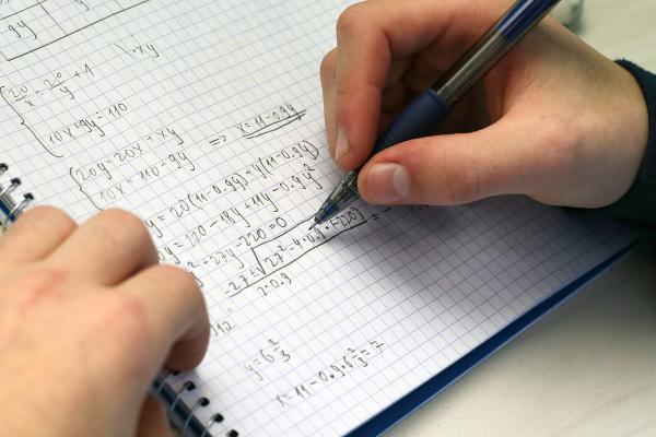 Sistemas de equações são aqueles que trabalham com mais de uma quantidade numérica.