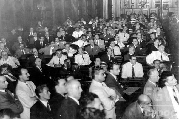 A Constituição de 1946 foi elaborada pelos membros da Assembleia Constituinte formada após as eleições gerais, em 2 de dezembro de 1945. [1]