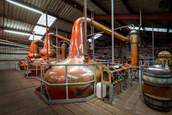Veja um exemplo de destilaria de álcoo
