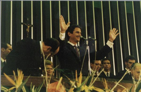 Em 15 de março de 1990, Fernando Collor assumiu a presidência do Brasil.[2]