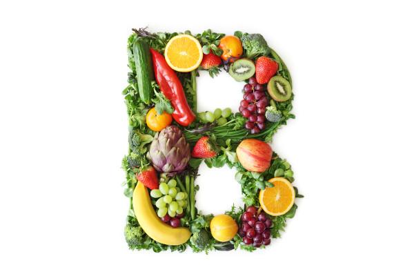 As vitaminas do complexo B podem ser encontradas em diferentes tipos de alimentos, tanto de origem vegetal quanto de origem animal.