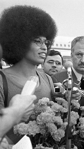 Presa injustamente na década de 1970, a filósofa Angela Davis tornou-se símbolo da luta pelos direitos da população negra e das mulheres.