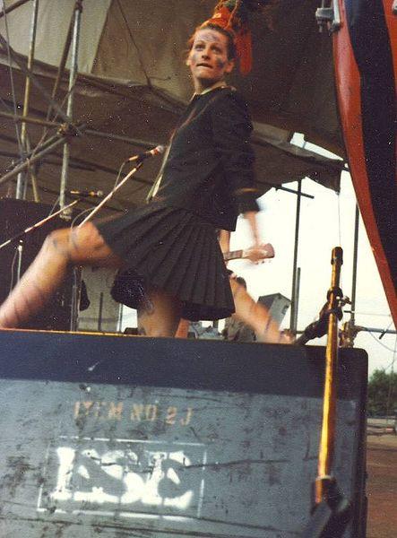 O cenário musical punk abriu espaço para as mulheres, como o exemplo da banda britânica The Slits. [1]