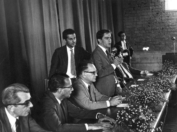 Um dos principais intelectuais do Brasil, Darcy Ribeiro, enquanto político, defendeu a educação.[1]