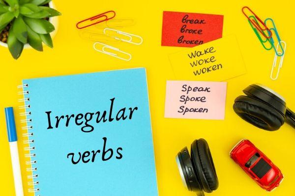 """Os """"irregular verbs"""" não terminam em -ed."""
