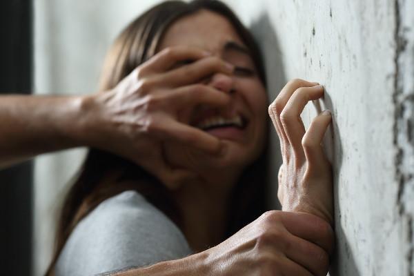Em meio à desigualdade de gênero, as mulheres são tratadas como objetos, tendo seu corpo e sua integridade violados.