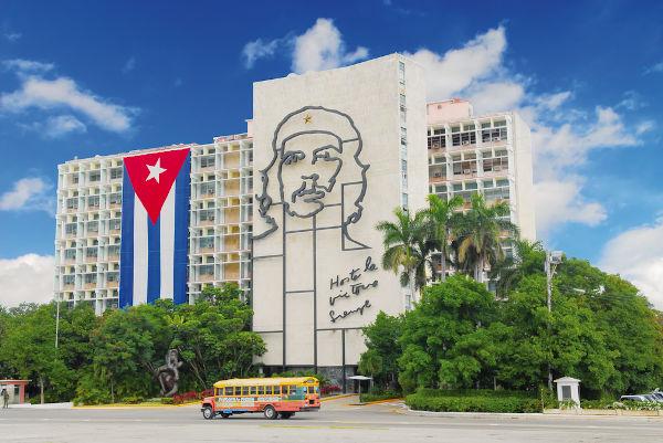 O papel de liderança de Che Guevara na Revolução Cubana fez dele um dos grandes heróis nacionais de Cuba.