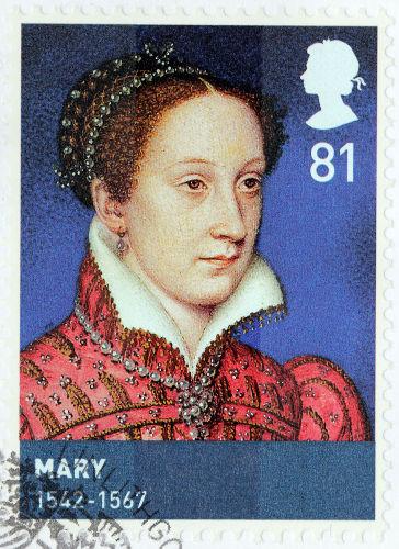 Durante sua vida, Maria Stuart foi rainha consorte da França, rainha da Escócia e reclamou o trono inglês. Foi morta por conspirar contra Elizabeth I.[1]