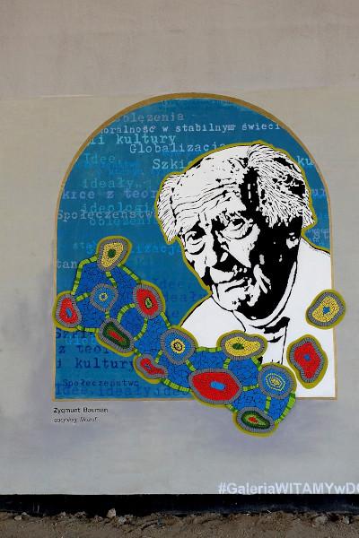 Mural em homenagem a Zygmunt Bauman, intelectual que se popularizou entre a juventude do século XXI. [2]