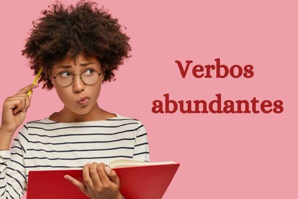 Os verbos abundantes possuem mais de uma forma para determinadas conjugações.