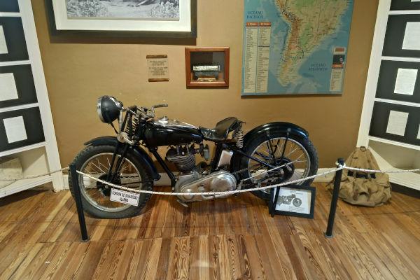 Modelo da moto usada por Che na sua viagem pela América do Sul em 1952.[2]