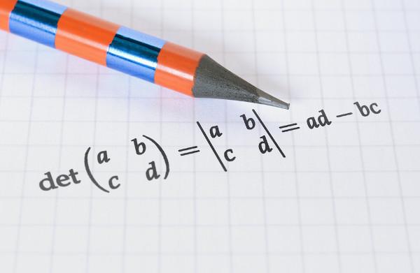 Cálculo do determinante de uma matriz de ordem 2.