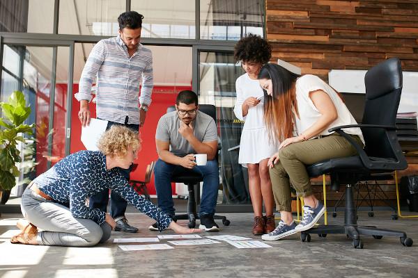 Para começar uma empresa, é importante ter em mente que as ideias têm que ser colocadas em prática.