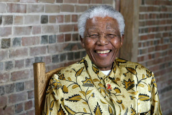 Nelson Mandela foi o primeiro presidente pós-apartheid e recebeu um Prêmio Nobel da Paz por sua luta contra a segregação racial em seu país.[1]