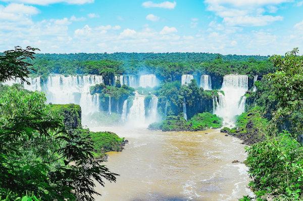 Cataratas de Foz do Iguaçu, no Paraná. [1]