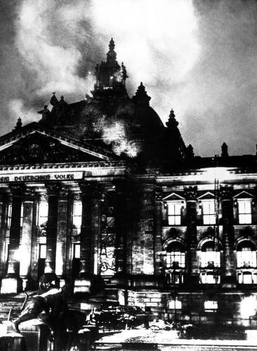 O incêndio do Reichstag alemão foi um dos fatores mais decisivos para a criação da Gestapo, em abril de 1933.