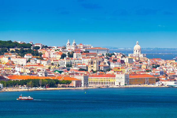 Lisboa era um grande centro comercial no século XV. De lá partiram centenas de embarcações durante as Grandes Navegações.