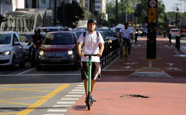 A mobilidade urbana envolve o ir e vir das pessoas no espaço urbano. [1]