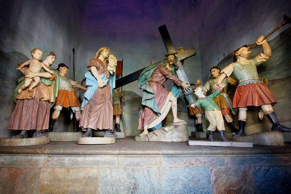 Esculturas de madeira que retratam a Paixão de Cristo.[2]