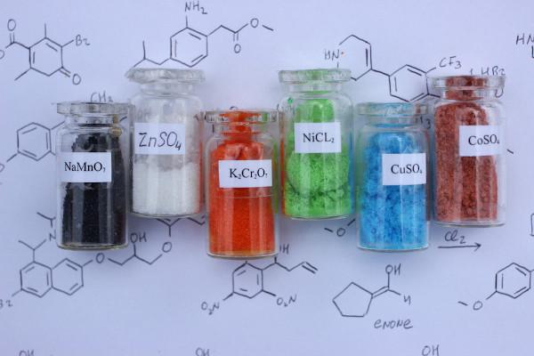 Dependendo da composição do sal, ao sofrer uma hidrólise, ele pode interferir no pH da solução.