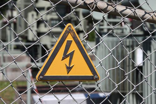 Tensões elétricas elevadas podem causar choques fatais para o ser humano.