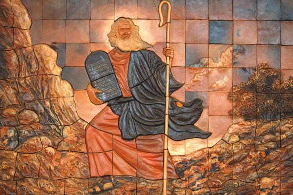 Moisés teria sido o líder que libertou os hebreus da escravidão no Egito, por volta de 1300 a.C.