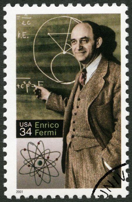 Um selo impresso nos EUA mostra Enrico Fermi (1901-1954), físico italiano.
