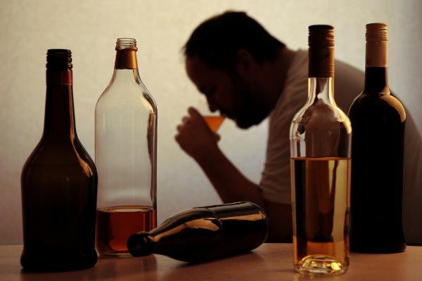 O alcoolismo está relacionado com o desenvolvimento de beribéri.