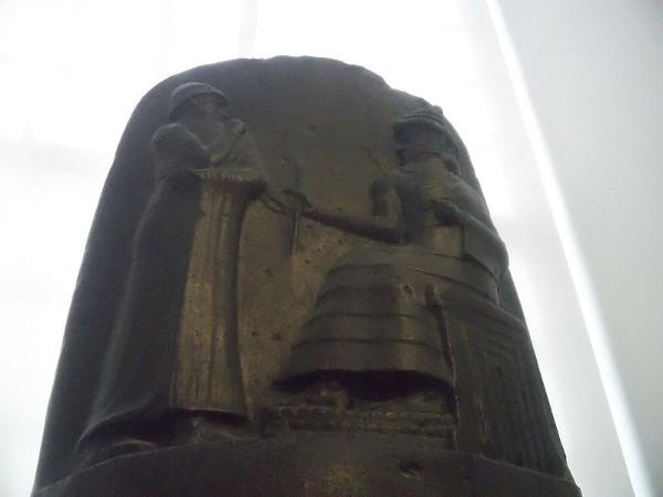 O Código de Hamurabi foi o primeiro conjunto de leis de nossa história, e visava a ordenar as relações sociais do império babilônico. [1]
