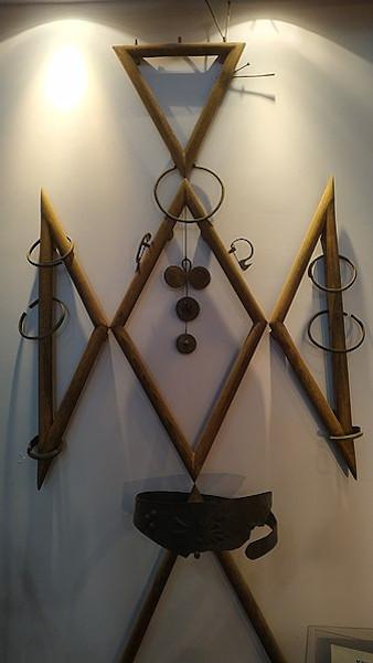Objeto feito com ferro durante a Idade dos Metais. [2]