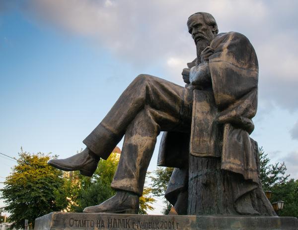 Monumento a Fiódor Dostoiévski na Rússia. |1|