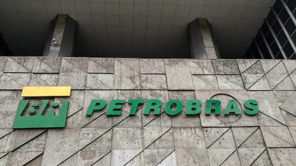 A Petrobras é uma das principais empresas estatais brasileiras. [1]