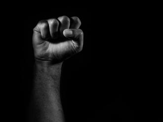 """Mão """"poder negro"""""""