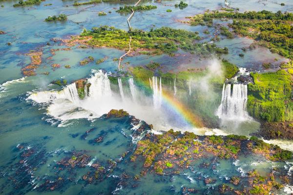 Em 8 de maio de 1916, o governo do Paraná pediu a desapropriação das terras próximo das Cataratas do Iguaçu para criar um parque público.