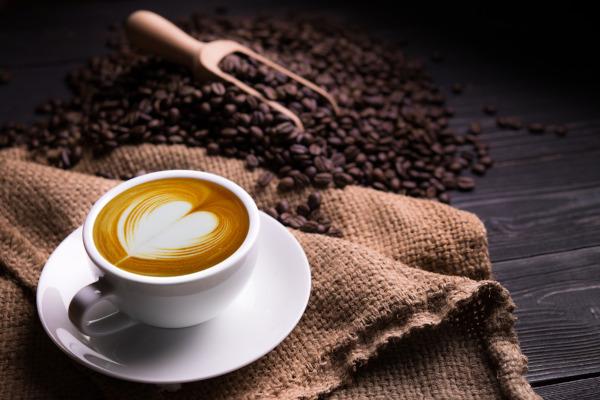 O consumo de café pode provocar uma série de benefícios à saúde.