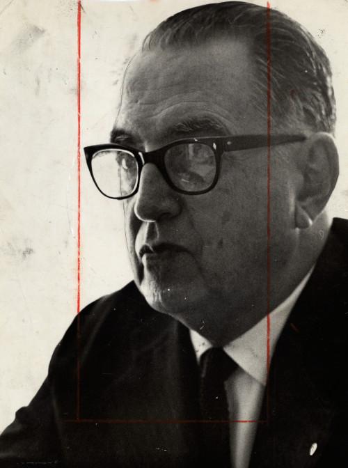 """""""Malba Tahan"""" era o pseudônimo de Júlio César de Mello e Souza."""