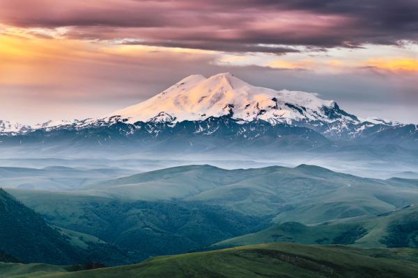 Vista do Monte Elbrus, o pico mais elevado da Rússia e do continente europeu.