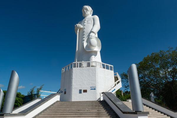 Padre Cícero nasceu em Crato, mas foi em Juazeiro que ele se tornou uma das figuras religiosas e políticas mais importantes do Ceará.