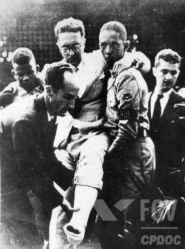 Em 5 de agosto de 1954, um pistoleiro tentou assassinar Carlos Lacerda no evento conhecido como Atentado da Rua Tonelero.[1]