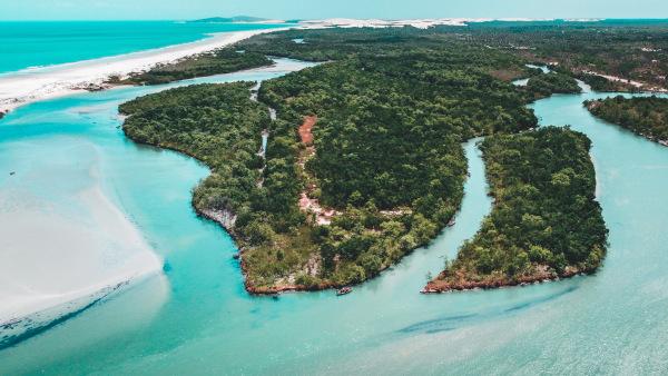 Jericoacoara é considerada uma das praias mais bonitas do mundo e está localizada no Ceará, estado da região Nordeste.
