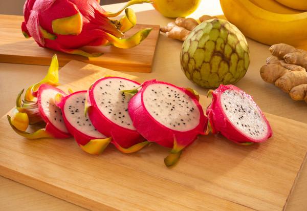 Existem diferentes espécies de pitaia, as quais se diferenciam pela cor da casca e polpa do fruto.