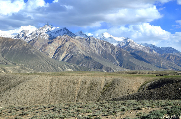 Vista de parte da Cordilheira do Indouche, entre o Tajiquistão e o Afeganistão.