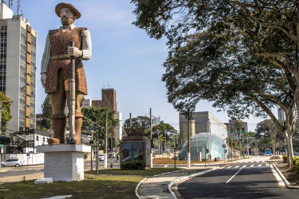 Estátua em homenagem ao bandeirante Borba Gato na cidade paulista de Santo Amaro.[1]