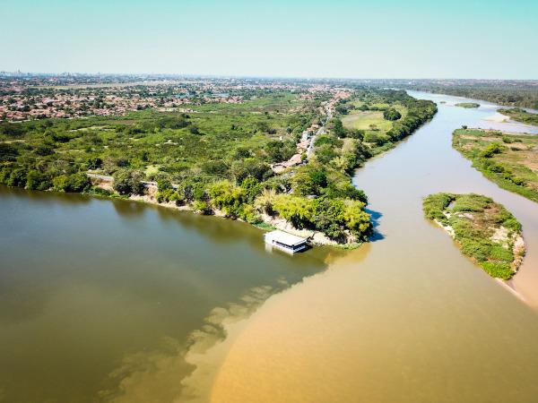 Encontro das águas dos rios Parnaíba e Poti em Teresina (PI).