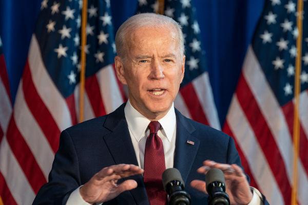 O presidente Joe Biden anunciou a retirada das tropas norte-americanas do Afeganistão, o que permitiu a retomada do poder do país pelo Talibã.[1]