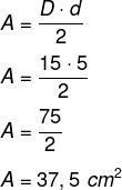 Resolução de exercício com o cálculo da área de um losango com diagonais medindo 15 e 5 cm.